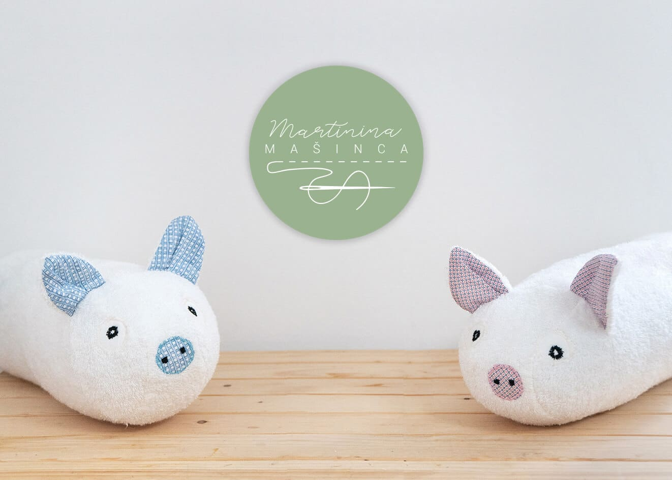 Cover photo, piglet with logo2