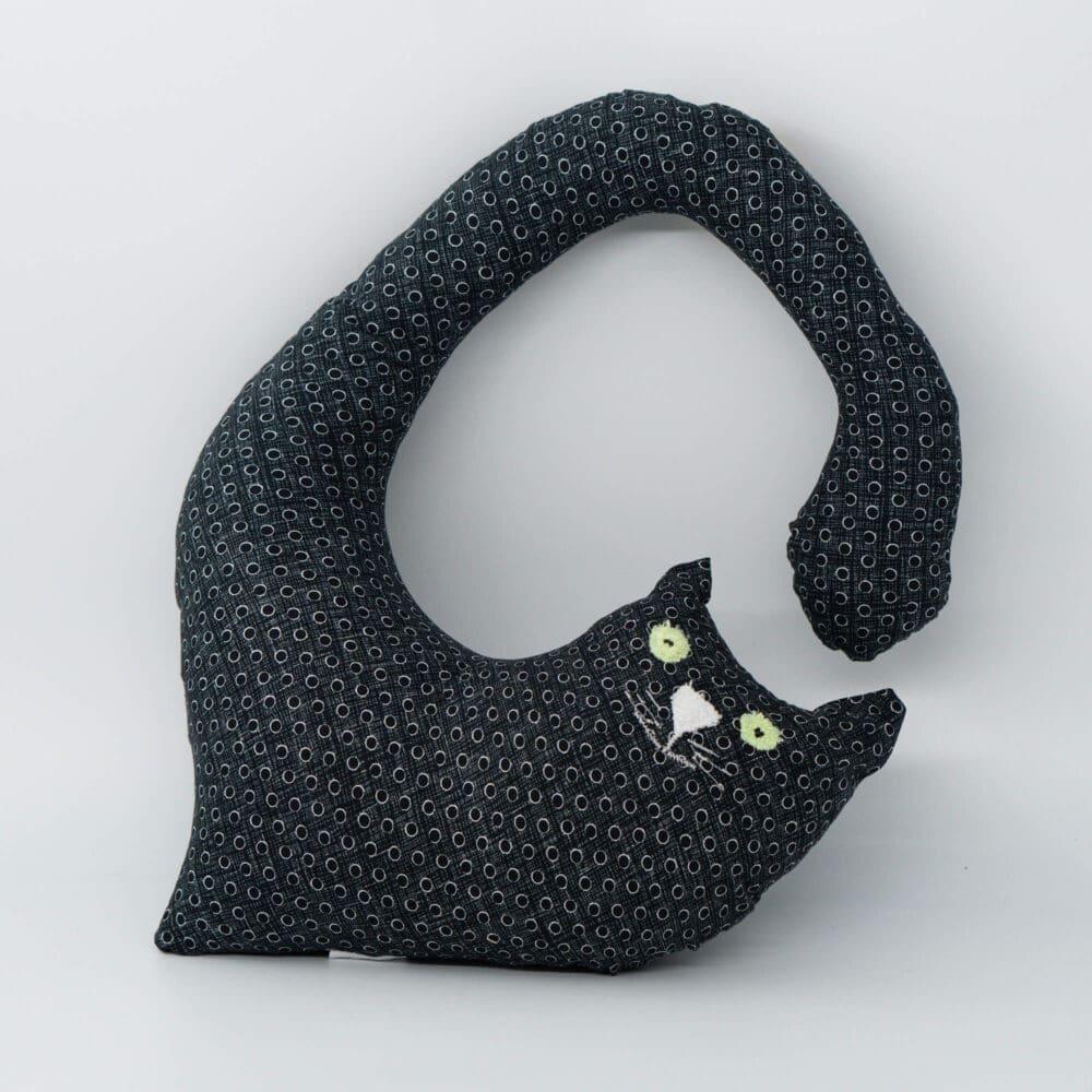 Macja blazina za okoli vratu - crne pike